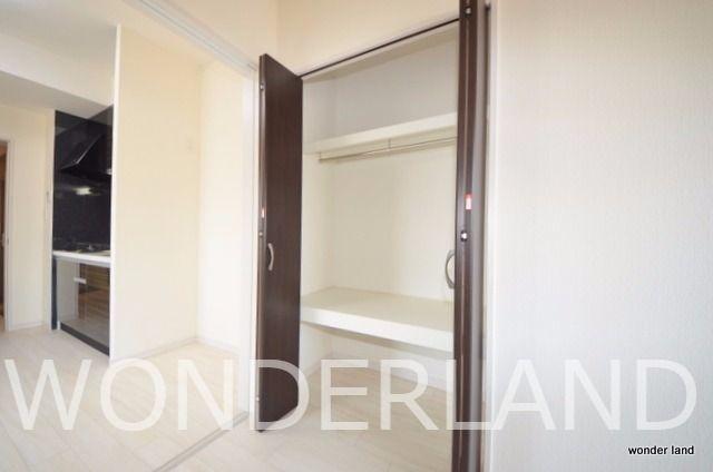 上と下に棚があり使いやすい収納