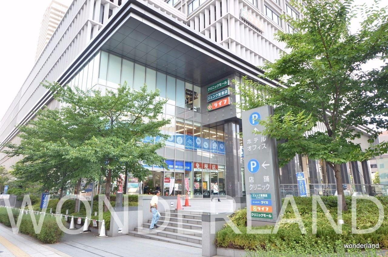 マルイト難波ビル、スーパーマーケット、ジュンク堂(本屋)、ホームセンター、ホテルモントレー等の複合施設ビル