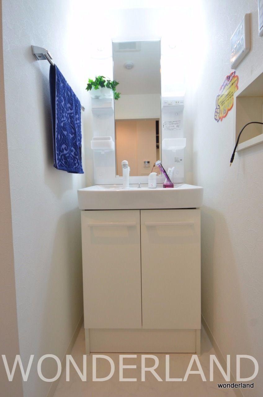 脱衣場にある独立洗面台