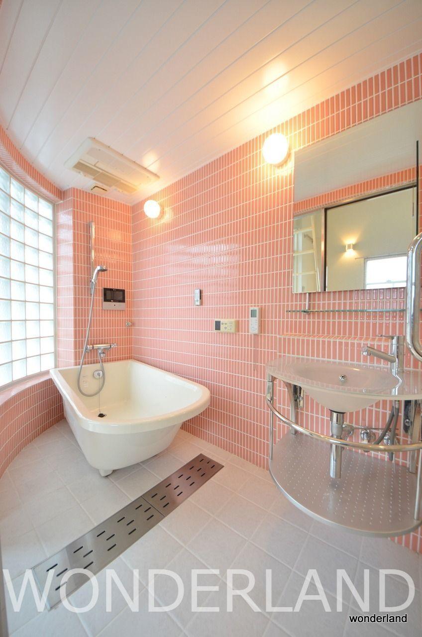 洗面台も中にあります。お風呂の扉は透けてます・・・