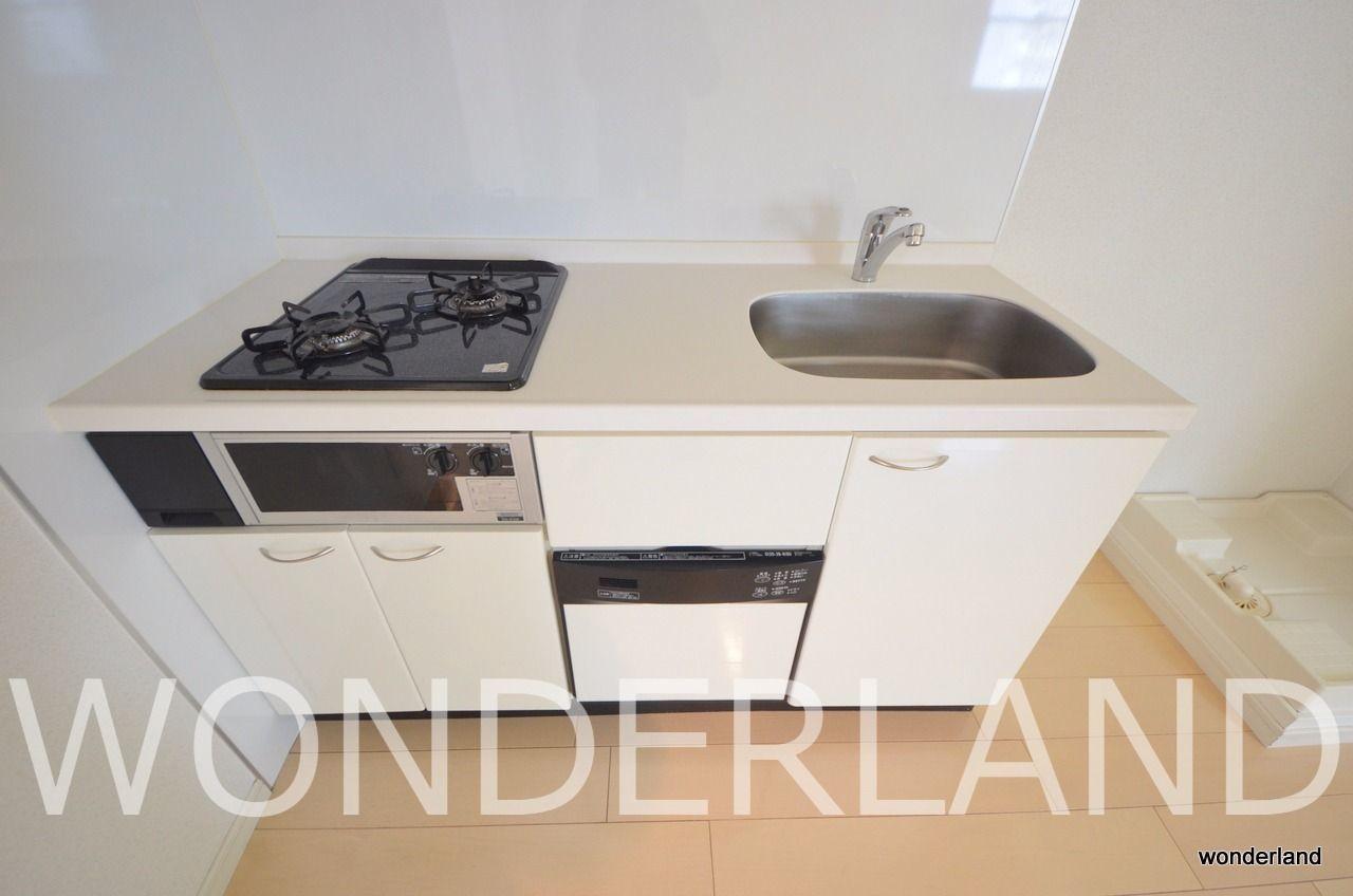 2口ガスコンロに食器洗い洗浄機も付いています