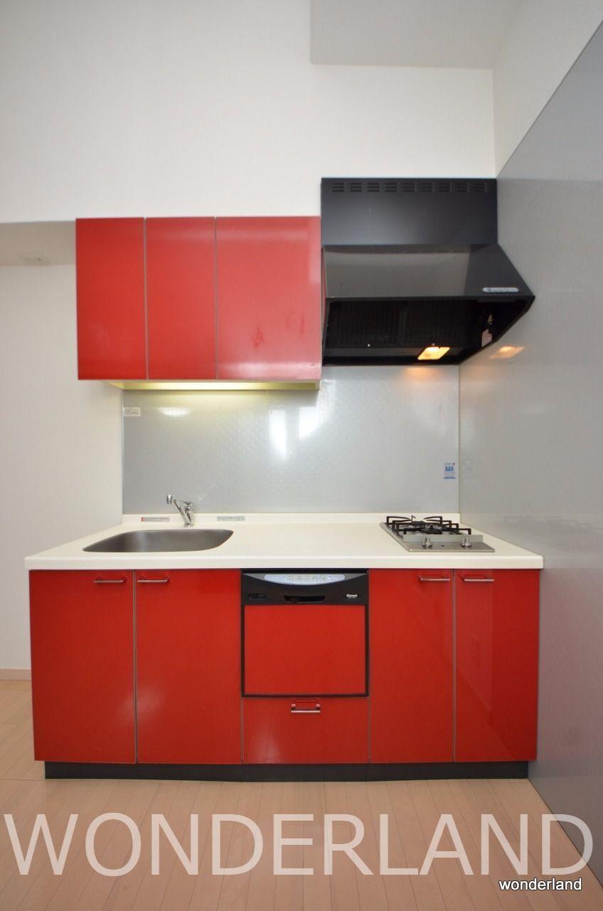 2口コンロの大き目のキッチンで料理が楽々、食器洗い洗浄機も付いています