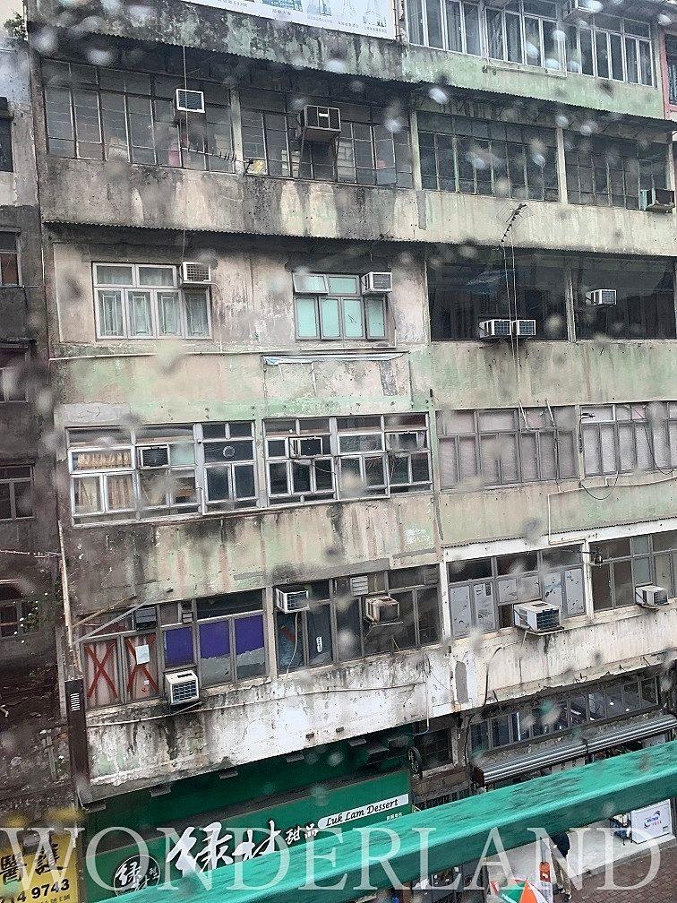 古びた香港の建物